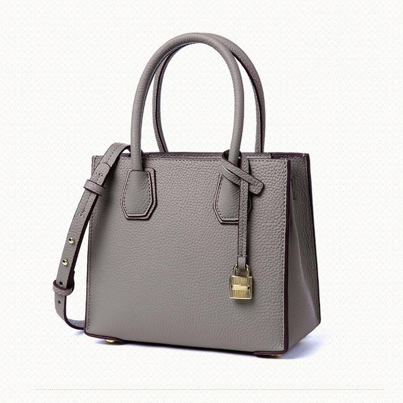 0c2739052830 Женская кожаная сумка серая с брелком купить по выгодной цене в ...