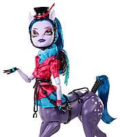 Кукла  Авеа Троттер из серии Слияние Монстров Monster High Freaky Fusion Avea Trotter