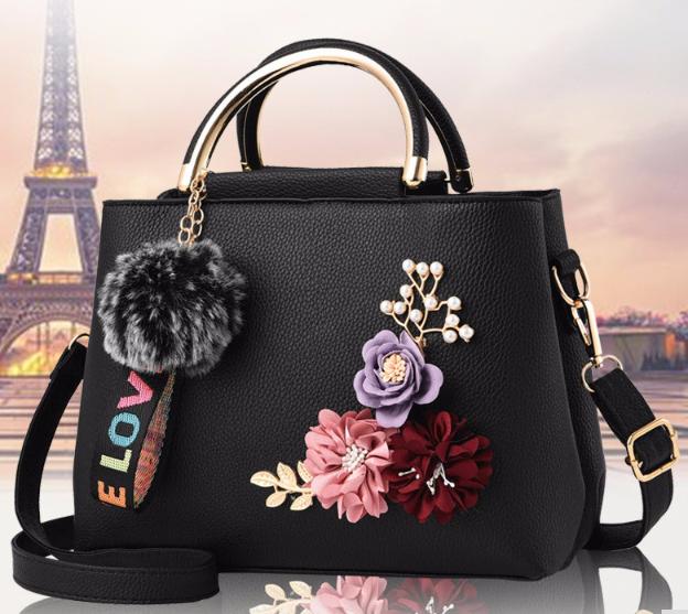 10340b7449ec Женская черная сумка с цветами и меховым брелком код 3-398 - купить ...