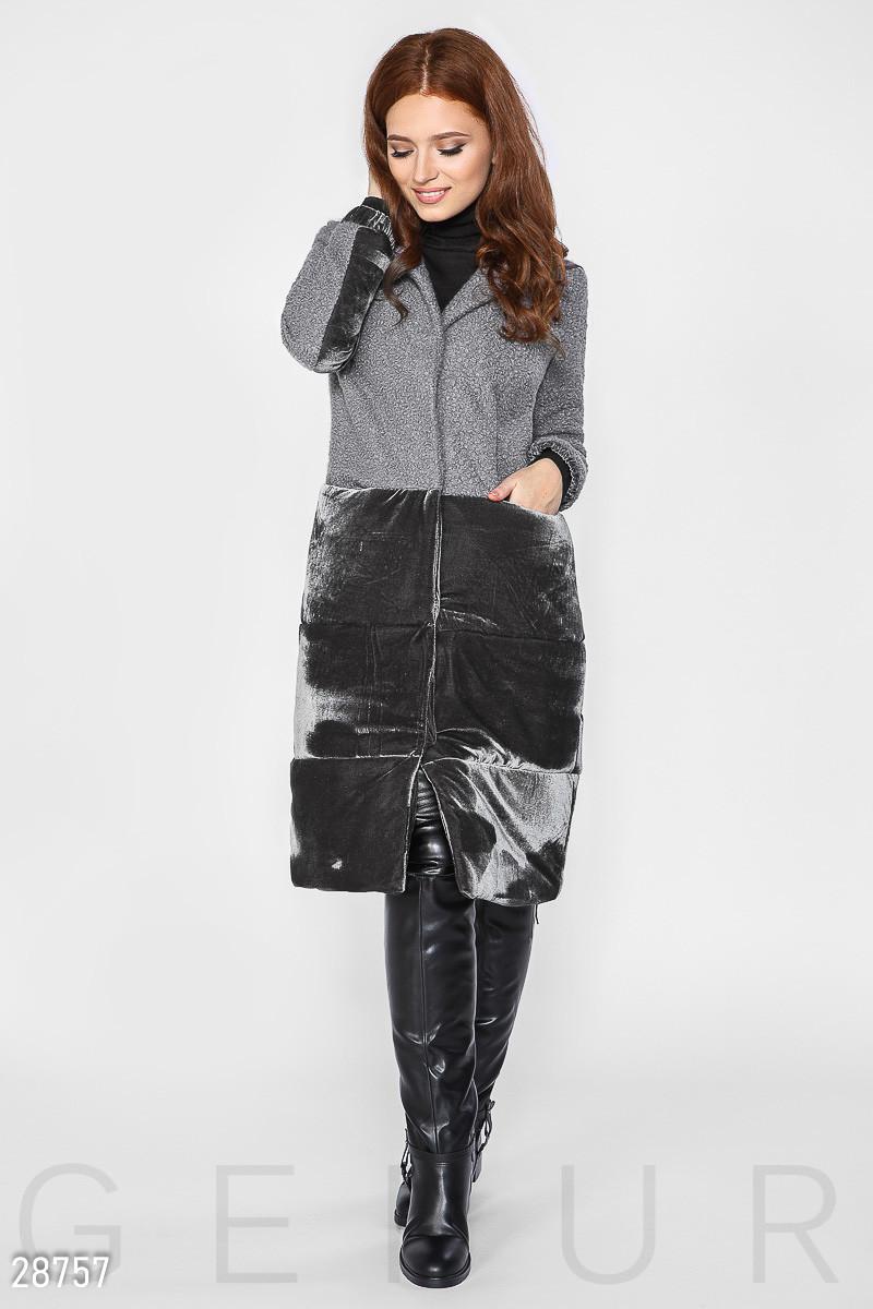 Серое комбинированное пальто из букле и велюра