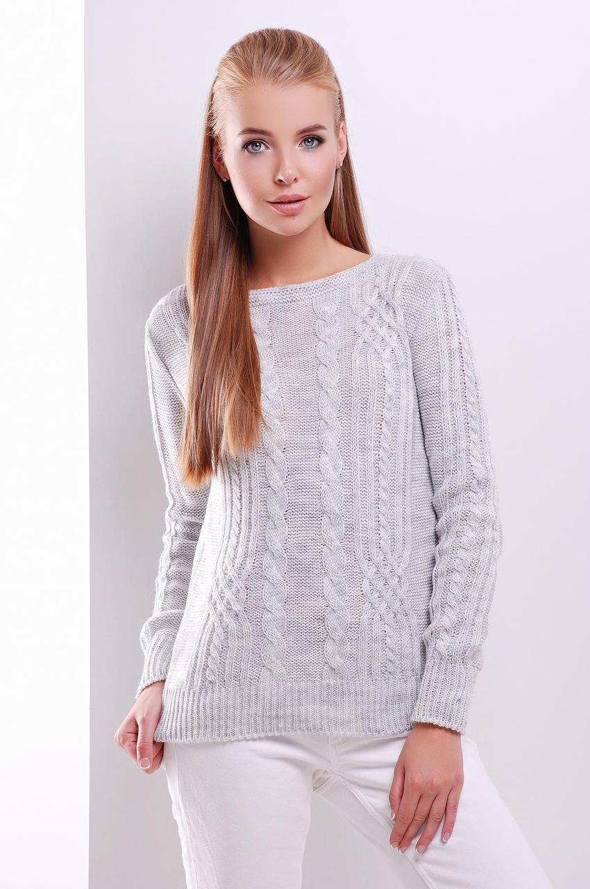 Нарядный женский вязаный свитер с ажурным узором в косичку светло-серый