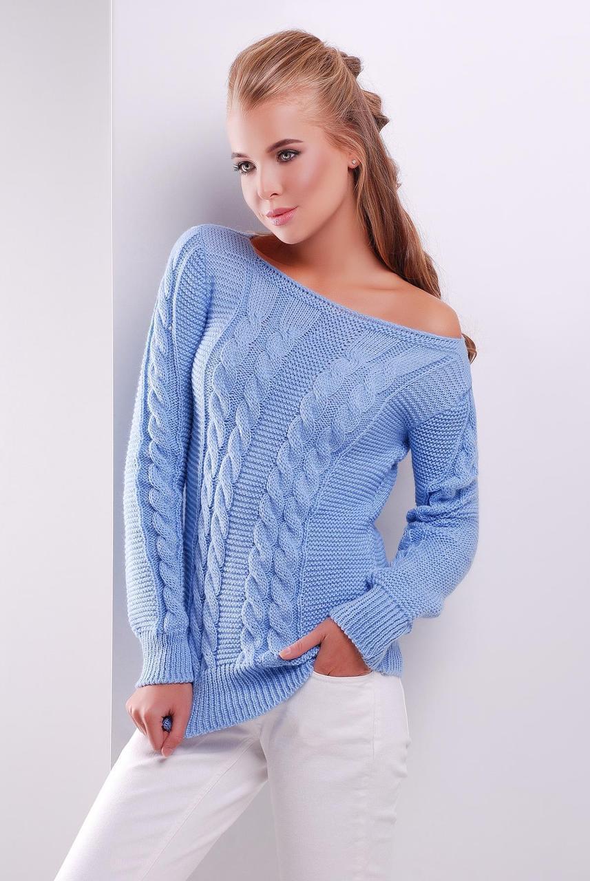 Нарядный женский вязаный свитер с узором в косичку голубой