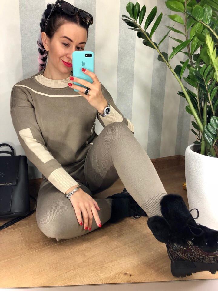 Женский вязаный трикотажный костюм