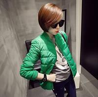 Яркая модная куртка