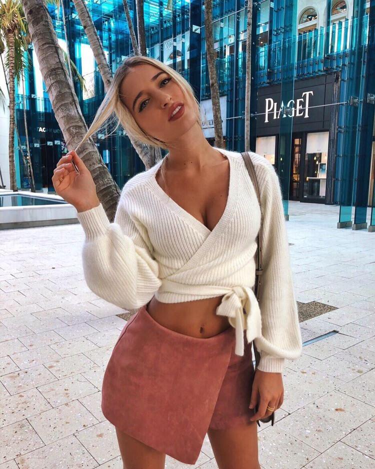 Женский модный укороченный белый вязанный свитер на запах