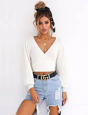 Женский модный укороченный белый вязанный свитер на запах, фото 3