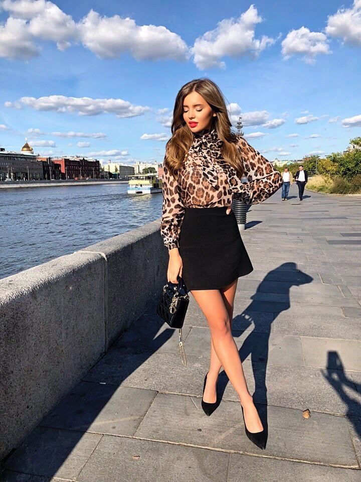 Женский костюм стильная юбка футляр черная и леопардовая блузка