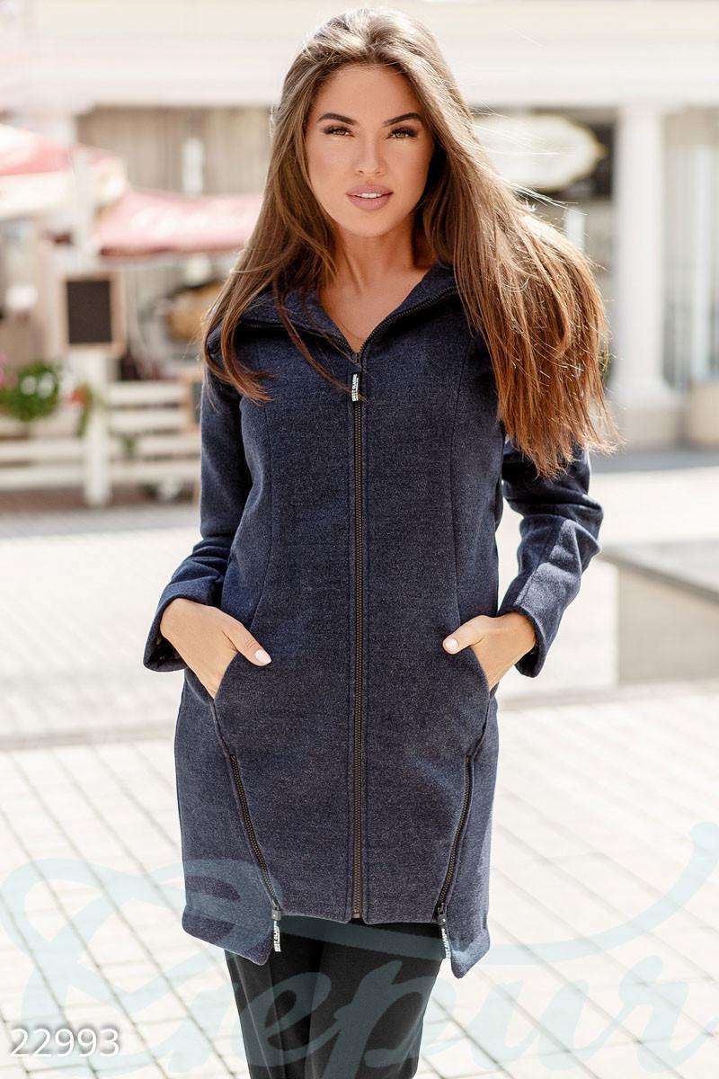 Короткое демисезонное пальто с капюшоном синего цвета