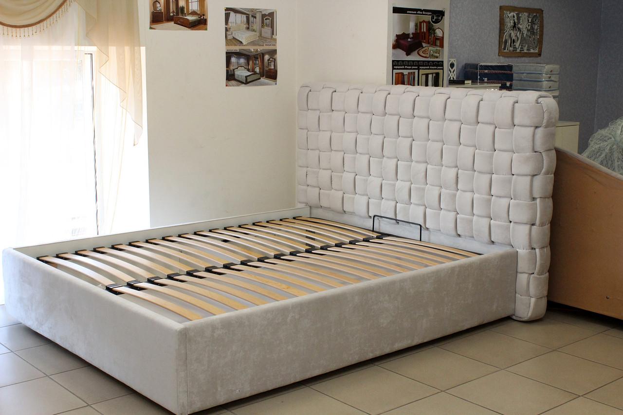 Кровать двуспальная мягкая