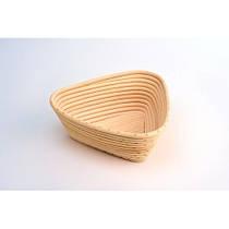 Корзинка для расстойки хлеба из ротанга треугольная на 0,5 кг (18х18х8,5 см)