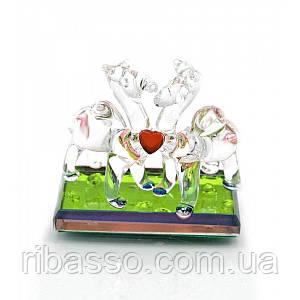 Верблюды с сердечком хрустальные 6х6х3 см 23377