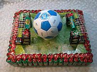 Футбольное поле из конфет