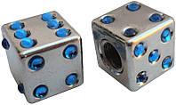 Колпачок камеры TW V-11D Игральные кости из пластика. Сереб.цвета с голуб.камушками.