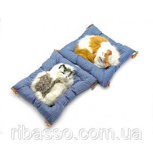 Кішка спить на килимку 21х20х6см 23330