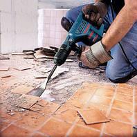 Демонтаж старой плитки со стен и пола