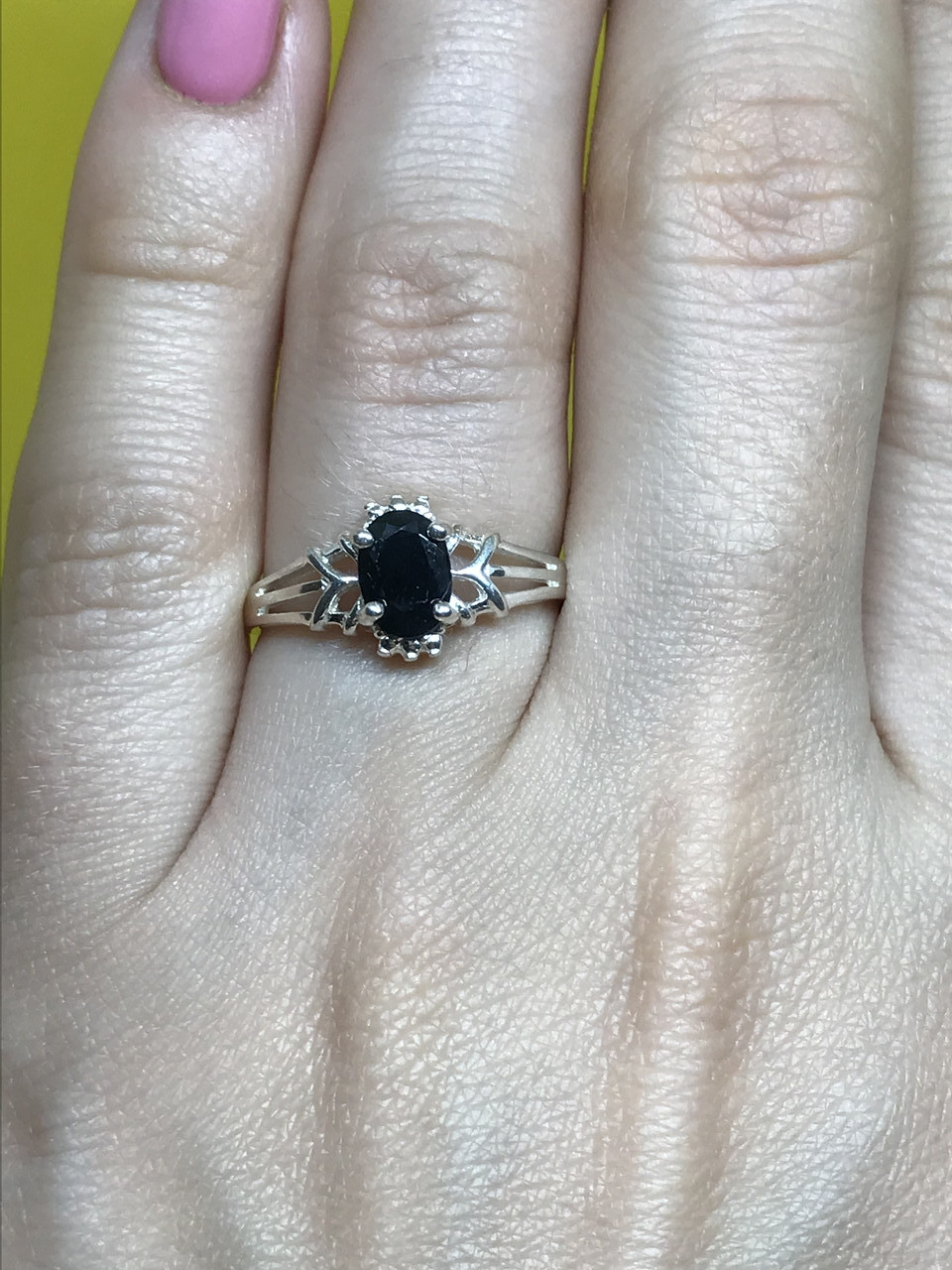 Серебряное кольцо 925 пробы с камнем черная шпинель