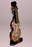 Украинский сувенир: музыкальный инструмент с водкой