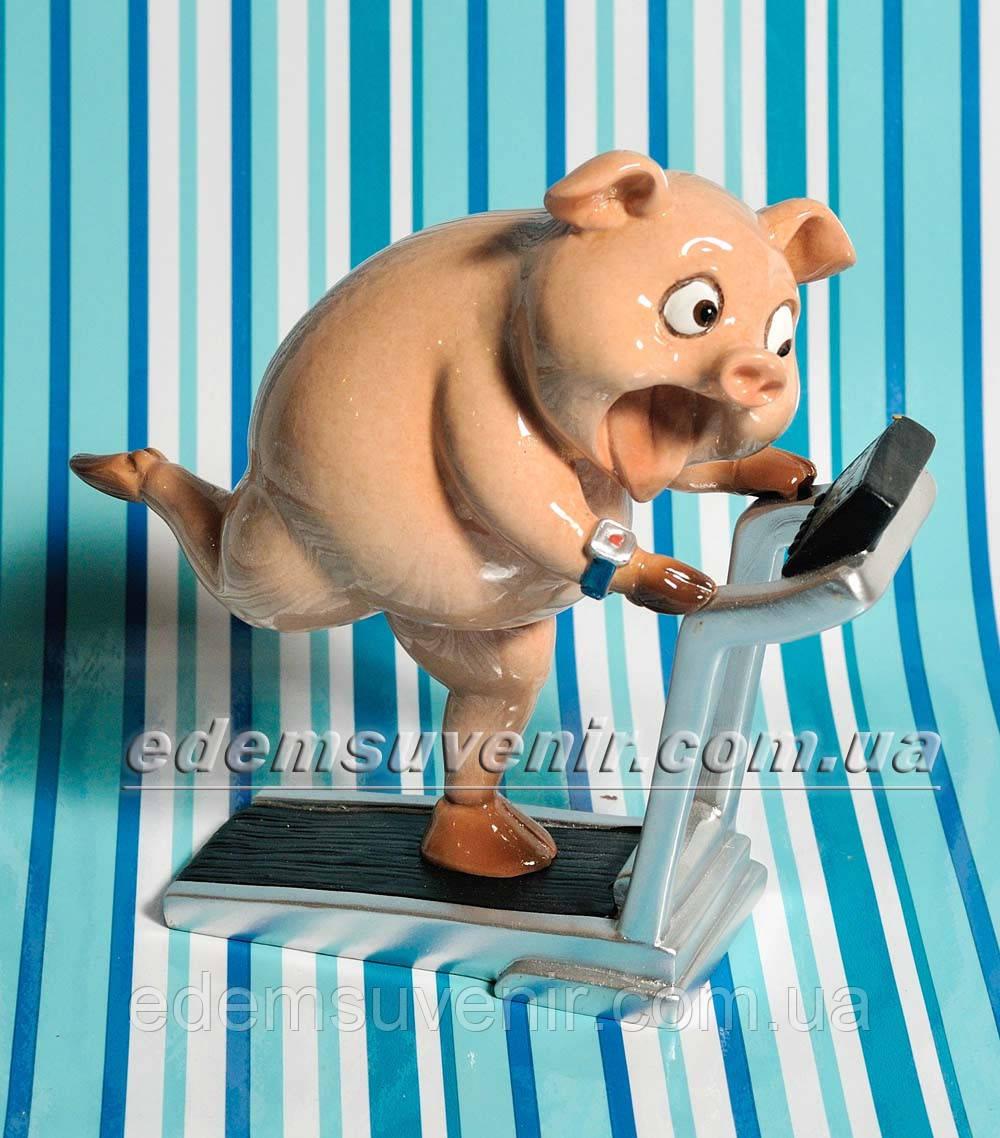 Статуэтка декоративная Свинка на беговой дорожке