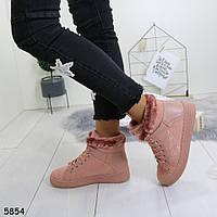 Женские зимние ботинки на невысокой платформе и скрытой танкетке Розовые