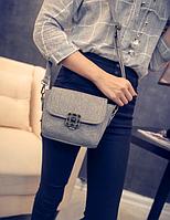 Женская  сумка клатч через плечо с брошкой Серый