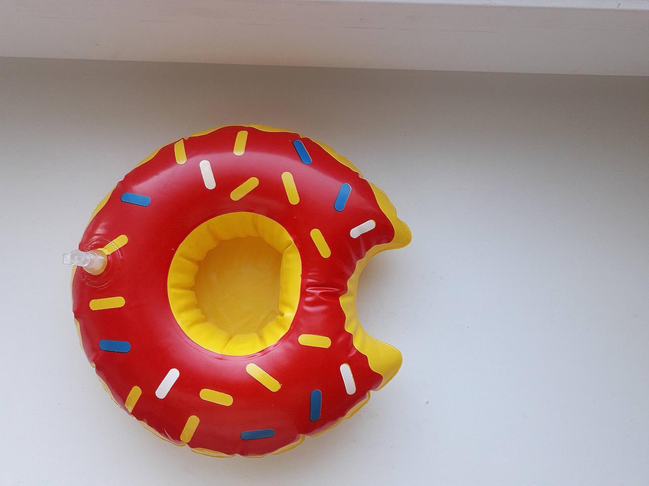 Прикольный надувной подстаканник пончик красный