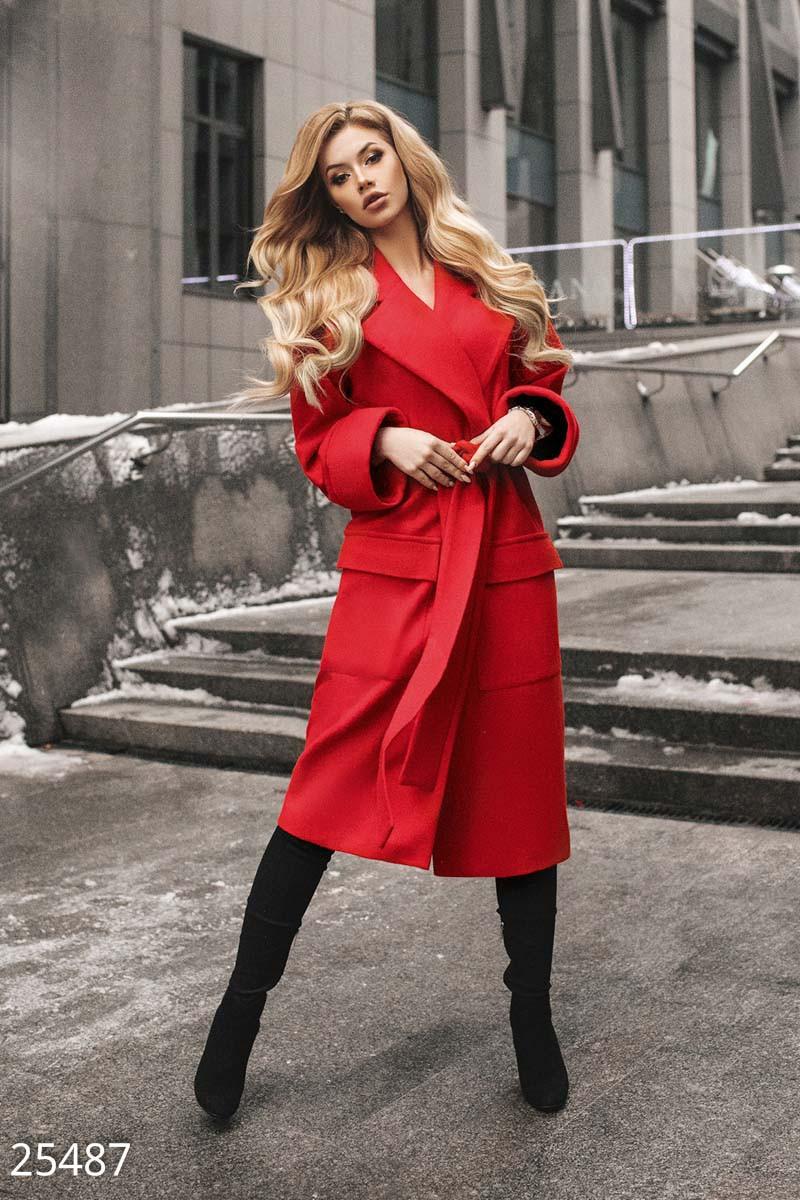 Классическое демисезонное пальто красного цвета