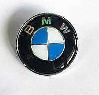 Эмблема BMW 74 мм (с защитным слоем) 51 14-8132375 ABS (56мм между штырями)