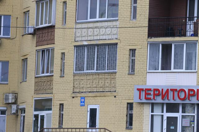 Монтаж решеток на балкон