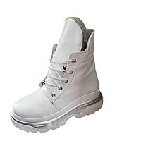 Женские зимние ботинки белого цвета