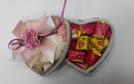 Готовый подарок жвачки Love Is в коробочке сердце 30 шт