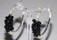 Серьги-кольца, белый металл, белые стразы, черные камни, D-4 см 1_3_33a1