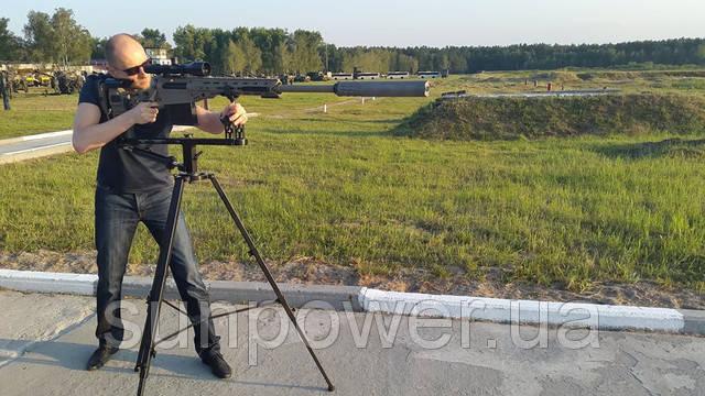 Да-да, господин Яценюк тестирует спайперскую винтовку украинского производства из этого магазина :)
