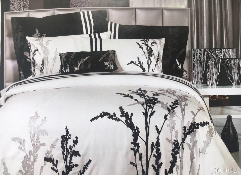 Сатиновое постельное белье с вышивкой 2