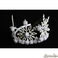 Новогоднее украшение: пластиковый обруч обтянутый атласной тканью со снежинками, высота снежинок: 9.5 см, 1 шт