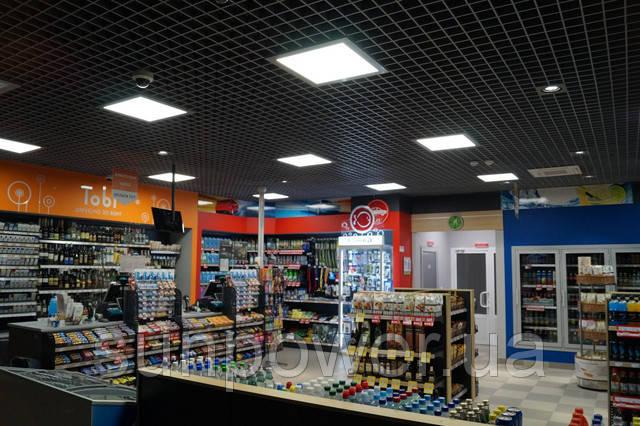 Помещения и витрины заправки освещены светодиодными панелями Matrix LOD-40 и led-даунлайтами SunPower