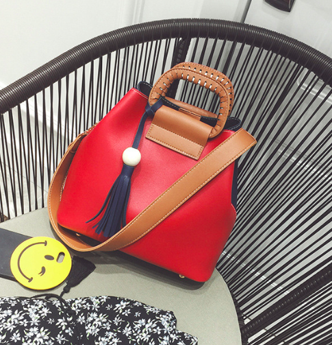 Женская сумка с ручками Julia c кисточкой Красный