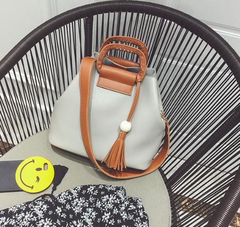 Женская сумка с ручками Julia c кисточкой Серый