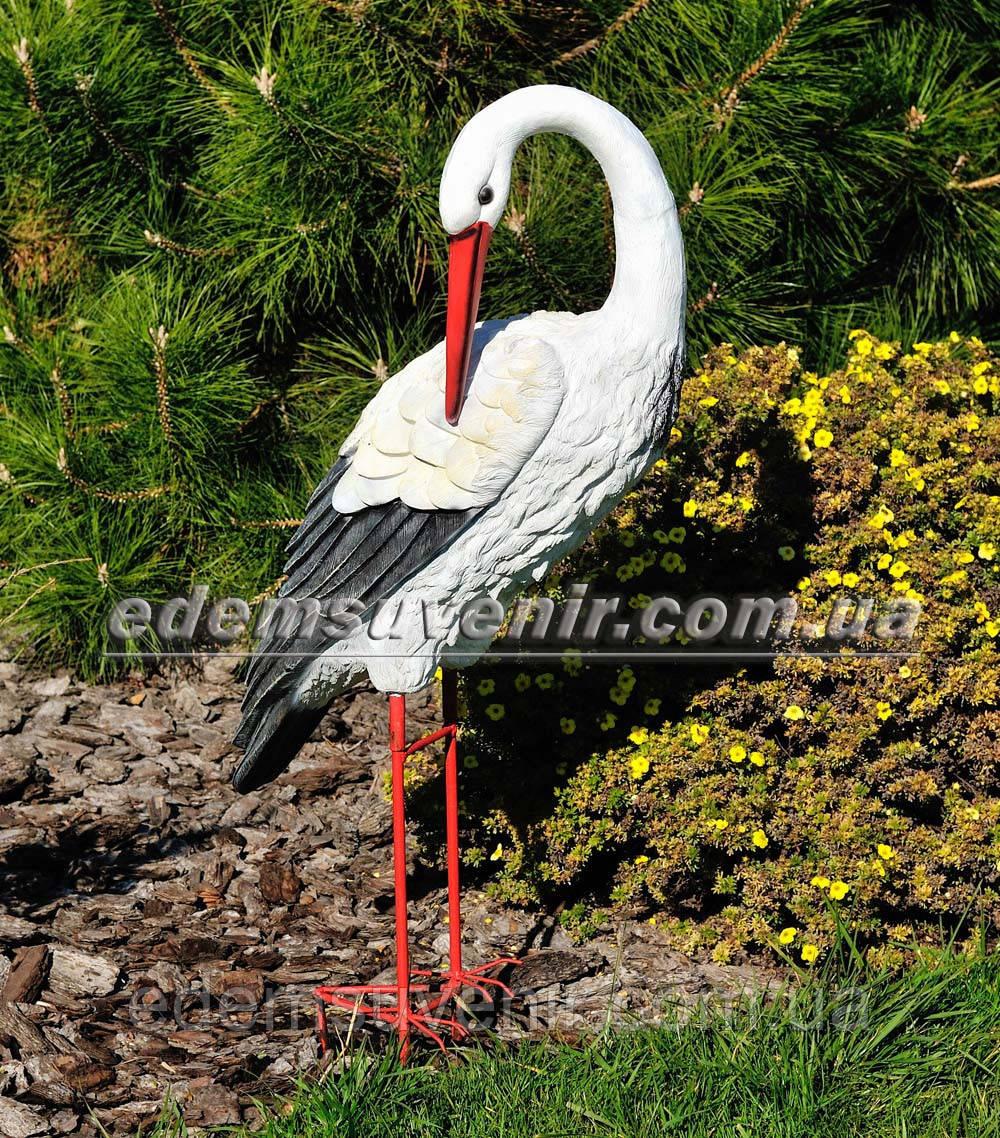 Набивная садовая фигура Аист большой на металлических лапах