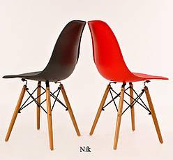Красный стул пластиковый в современном стиле Nik на буковых ножках, фото 3