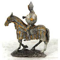 Фигурка рыцаря на коне в кольчуге HHSF010