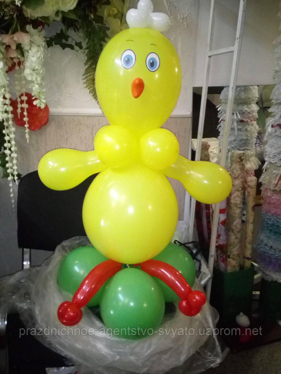 Фигура цыпленка из шаров