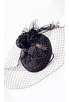 Черная шляпка таблетка с вуалью и перьями