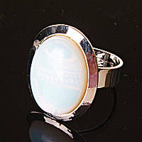 """Кольцо с Лунным камнем, гладкая оправа плоская """"М"""" овальный камень 2,2*1,7 см без р-р"""