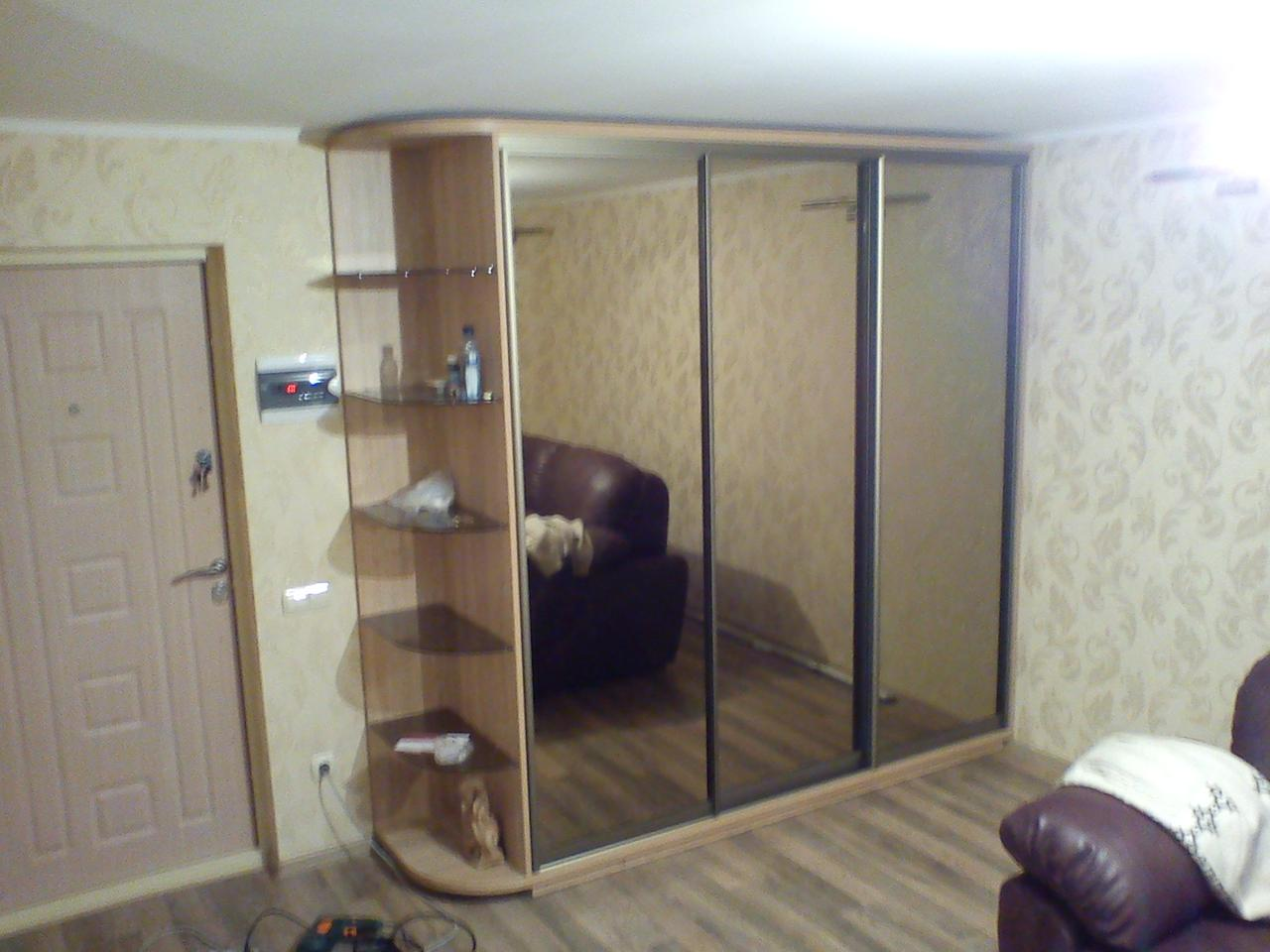 Шкафы купе под заказ с зеркальными фасадами