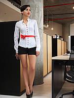 Блуза Лав д/р белая с коралловой отделкой приталенная со стойкой и поясом-бантиком