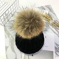 Тепла в'язана шапка з хутряною бубоном (помпоном) чорна, фото 1