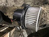 Моторчик печки на мерседес (оригинал) w204 w212 Mercedes V2419002, фото 1