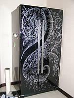 Декоративная роспись (черный холодильник)