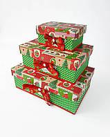 Прямоугольный новогодний комплект коробок ручной работы в красно-зелёном тоне с ёлочными игрушками