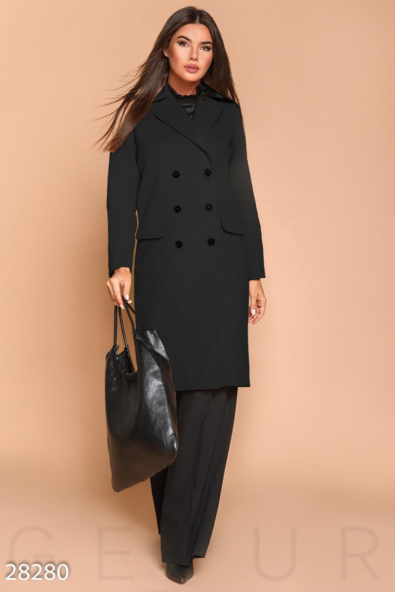 Женское двубортное пальто черного цвета